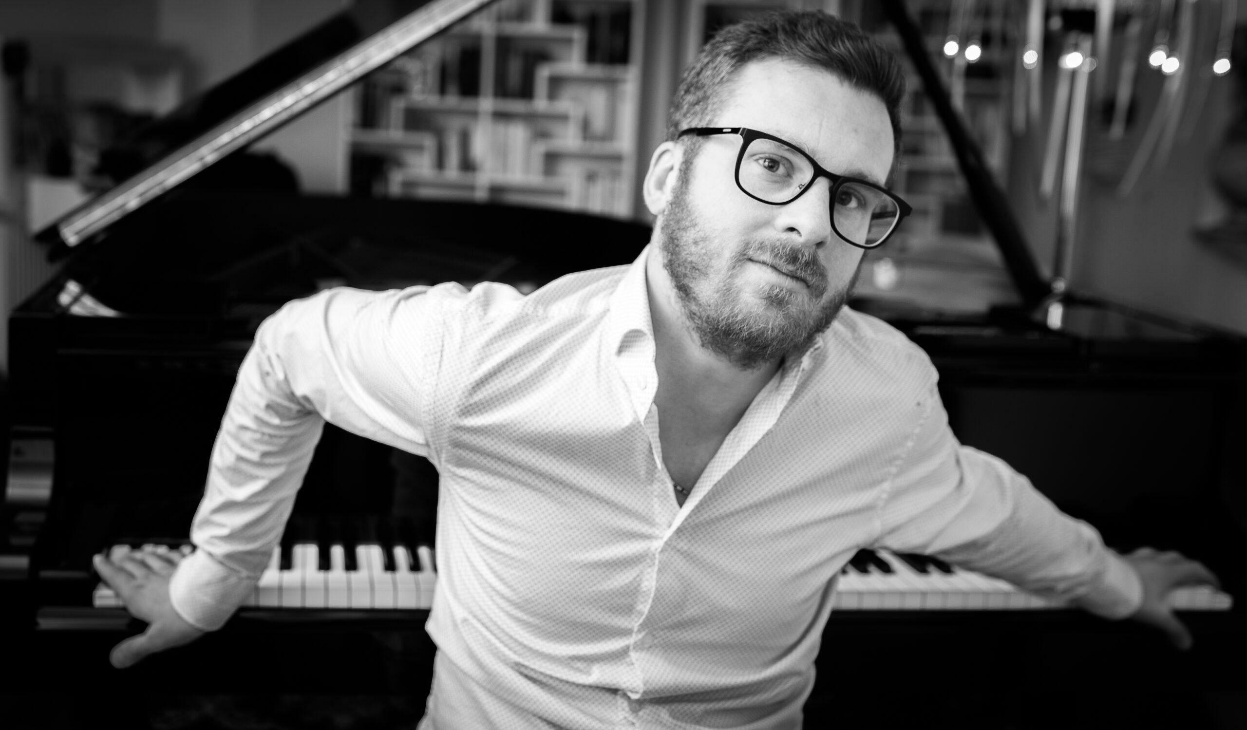 Sonntag, 11.04.21 / 20.15 Uhr – Luis Berra – Piano( Blues – Jazz ). Livestream über: https://youtu.be/a22O2DKHiDE